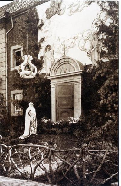 Foto: straatversiering: Onze-Lieve-Vrouw Deur des Hemels, Zuivelmarkt (Virga Jessefeesten, Hasselt, 1933)