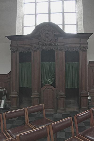 Biechtstoel met Maria Magdalena medaillon