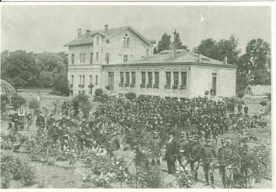 Het bataljon Cyclisten bij L'Ecole de Horticulture de Vilvoorde (1914).