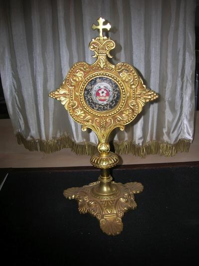 reliekhouder met een relikwie van Br. Benildis