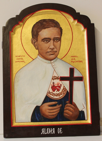Een houten icoon van pater Damiaan