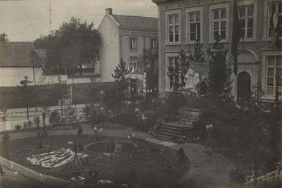 Foto: straatversiering: De toevlucht der zondaars, Lombaardstraat (Virga Jessefeesten, Hasselt, 1912)