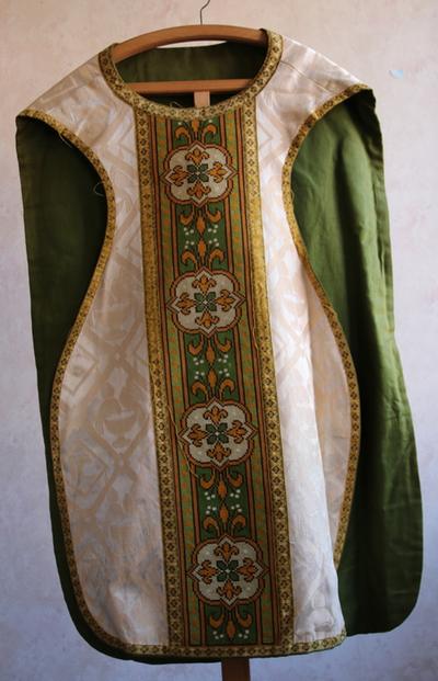 Groen - witte kazuifel met halve kruissteek