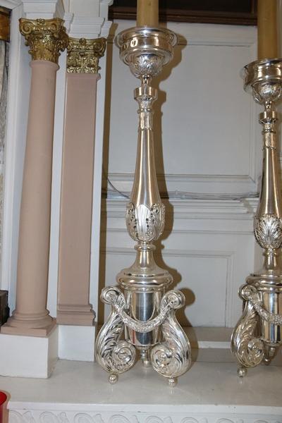 6 identieke altaarkandelaars