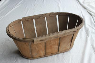 Ovalen kist om pruimen te verpakken