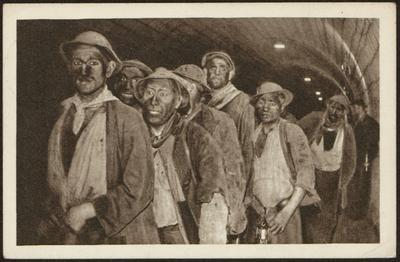 Charbonnages de Beeringen Après le Travail. Mineurs sortant du puits. Kolenmijnen van Beringen Mijnarbeiders komen uit de schacht na het werk.