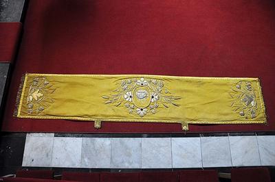 gouden schoudervelum met lam gods