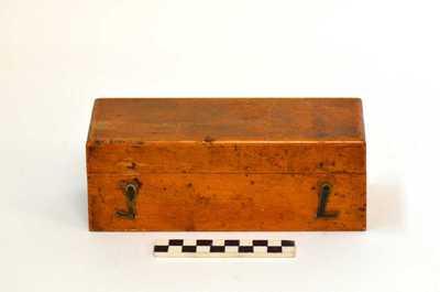 houten doos met 9 van de 12 gewichten