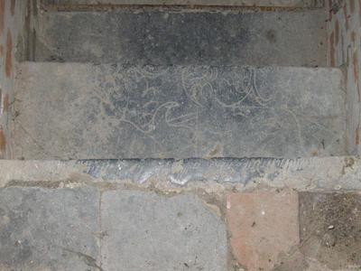 grafsteenfragment half wapenschild