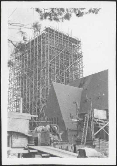 Sint-Barbarakerk, Eisden, in aanbouw.