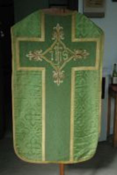 Groen kazuifel met kruis