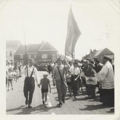 foto van Attenhovenaren bij aankomst in Scherpenheuvel