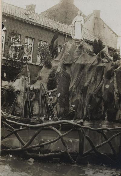 Foto: straatversiering: Hulp der christenen, Schorsmarkt (Virga Jessefeesten, Hasselt, 1912)
