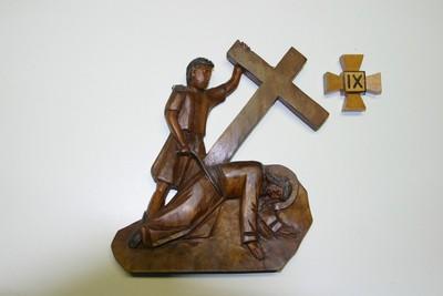 kruisweg statie 9 : Christus valt voor de derde maal