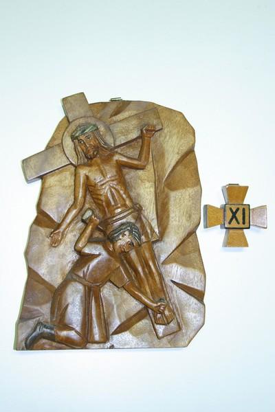 kruisweg statie 11 : Christus wordt aan het kruis genageld