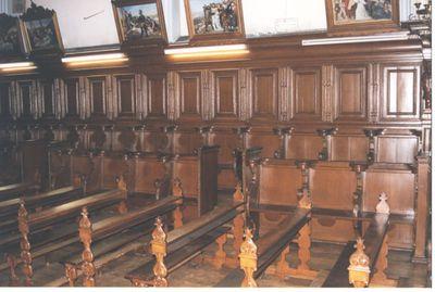 24 stoelen - koorgestoelte in hout
