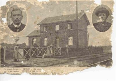 Spoorweghuisje Pepingen met baanwachter en vrouw