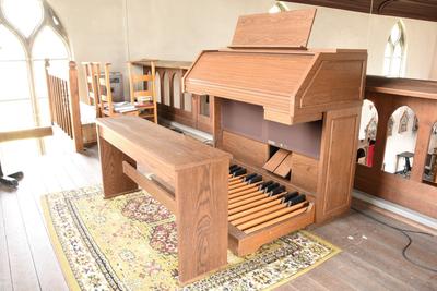 Orgel met zitbank