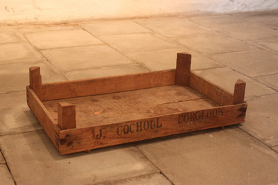 Kist van J. Cochoul met ondiepe bodem om fruit in te verpakken
