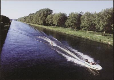 Dilsen-Stokkem (Lanklaar). Zuid-Willemsvaart (B). Willem I besliste in 1823 het kanaal Hocht-Lozen uit te graven tot een volwaardig kanaal; de Zuid-Willemsvaart, ter bevordering van de industriële ontwikkeling van Maastricht. Aldus werd de verbinding tussen het industriële Luik en de noordelijke havens gerealiseerd. De Heemkring De Vreedsel vond onderdak in het brugwachtershuisje aan de sedert 1930 afgesneden bocht van het kanaal