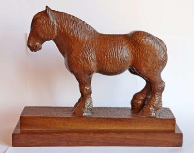 Beeld van een Belgisch trekpaard, gemaakt door Maurice Timmermans