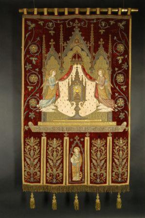 processievaandel van St. Catharina in textiel en gouddraad