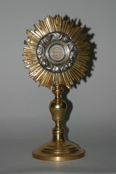 Reliekmonstrans met relieken van Heilige Franciscus van Assisi, Heilige Antonius van Padua en Heilige Clara van Assisi