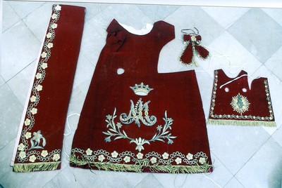 gekleed beeld H. Maria