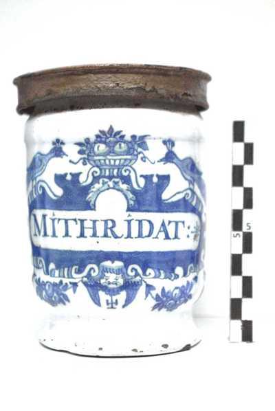 Delfts blauwe apothekerspot met opschrift: