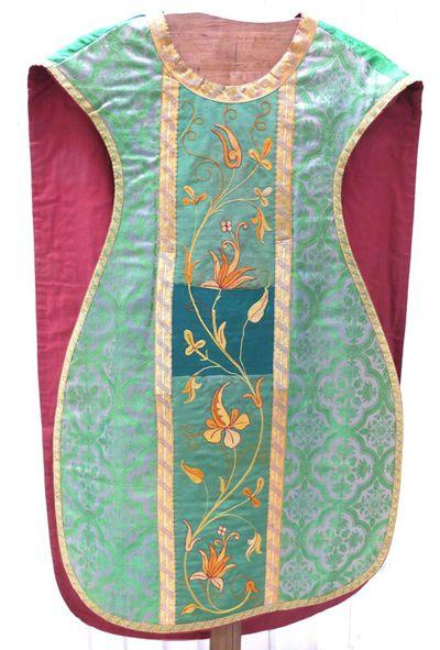 kazuifel in groene damast, gouddraad, groene zijde en borduursel