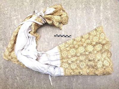 koorhemd / albe / rochet in linnen en kant