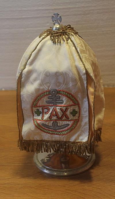 Wit ciborievelum met PAX