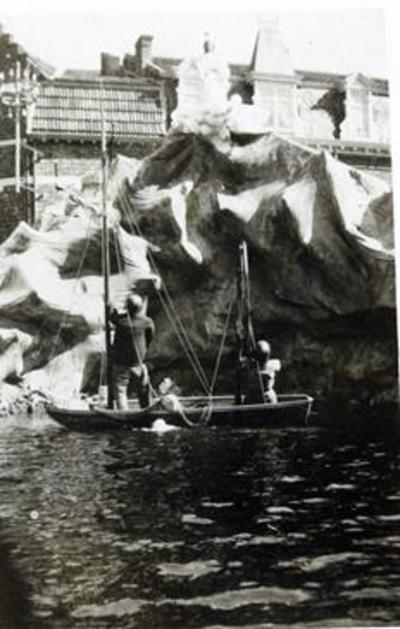 Foto: straatversiering: Maria, Sterre der Zee, Windmolenstraat (Virga Jessefeesten, Hasselt, 1933)