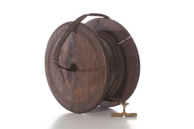 Metalen meetlint van 100m op houten haspel