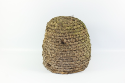 Gevlochten kogelvormige bijenkorf.