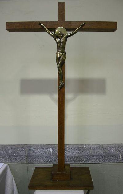 Kruisbeeld op voet