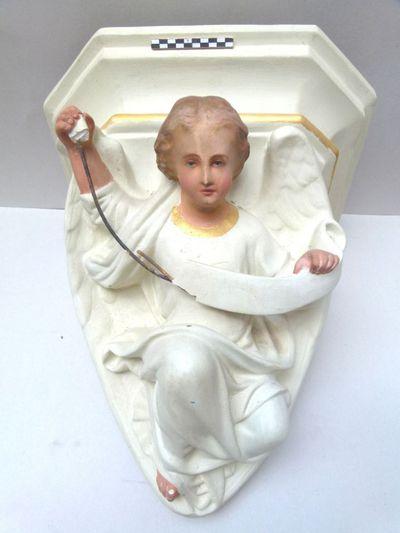 console in gips in de vorm een engel met banner