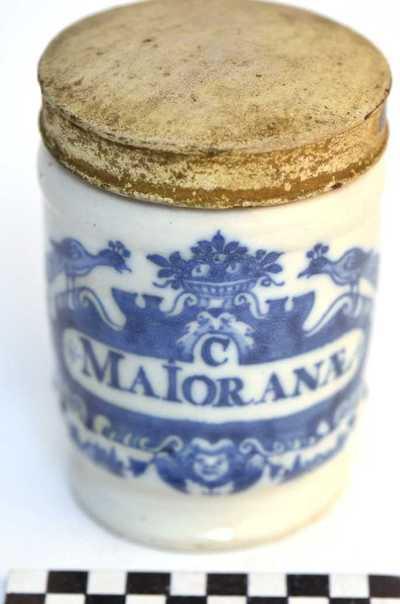 Delfts blauwe apothekerspot; C MAIORANÆ en EXTR: DULC: AMAR: