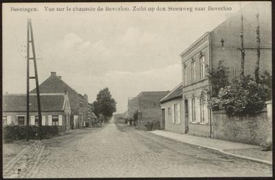 Beeringen. Vue sur la chaussée de Beverloo. Zicht op den Steenweg naar Beverloo
