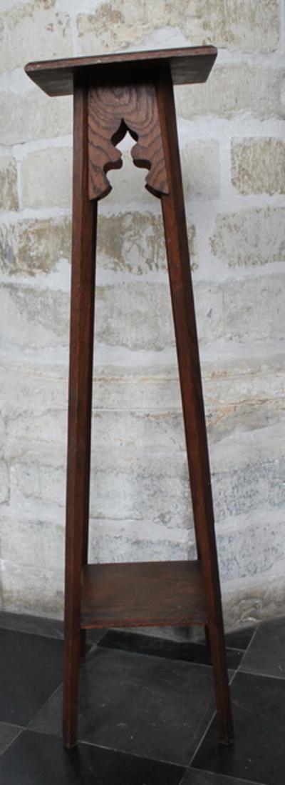 Geschraagde houten sokkel