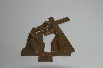 kruisweg statie 6 : Veronica droogt het gelaat van Christus af