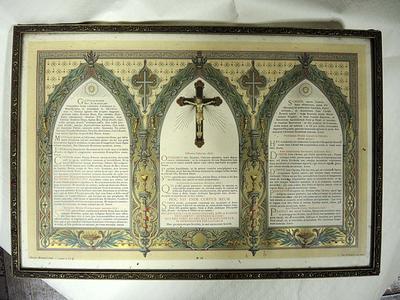 tekst in 3 versierde spitsbogen