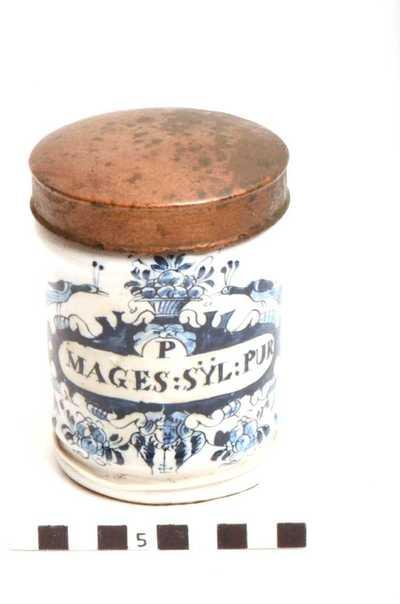 Delfts blauwe apothekerspot; P MAGES : SYL: PUR.