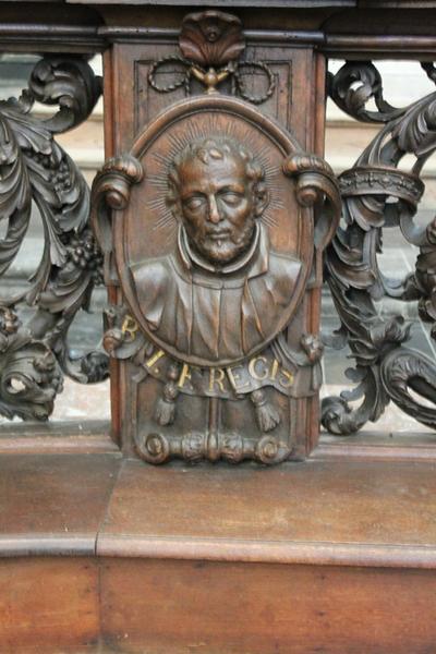 Communiebank : de missioneringstaak van de Jezuïeten ; drie medaillons met de afbeeldingen van: Johannes Franciscus Regis, Franciscus Xaverius en Stanislas Kostka.