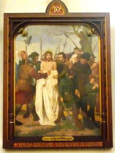 Statie 10: Jezus wordt van zijne kleederen ontbloot.