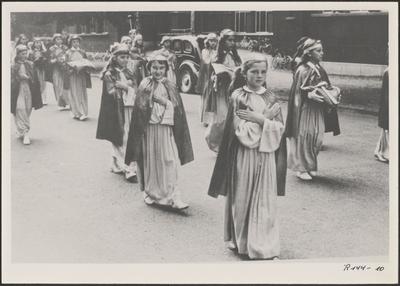 Processie - meisjes als Maria.