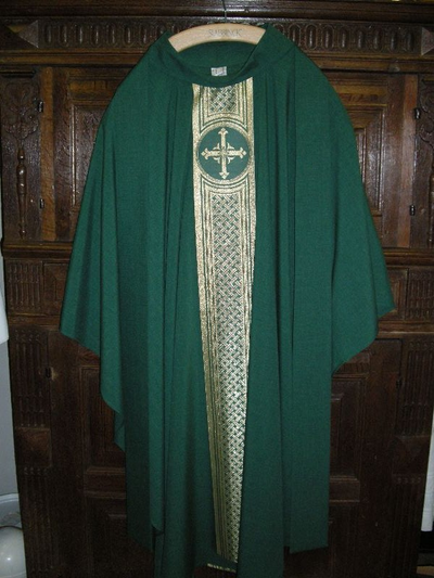 groene linnen kazuifel met bijpassende stola