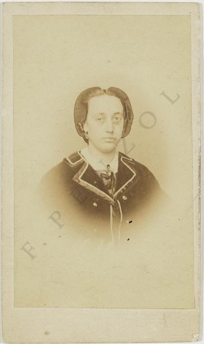 Retrato de muller en plano medio