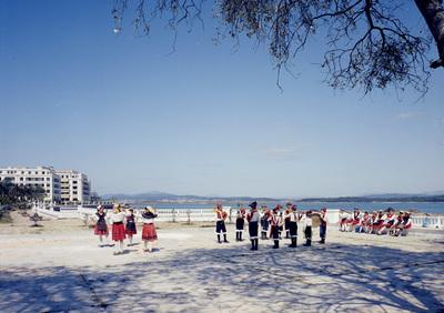 Grupo folclórico na illa da Toxa. O Grove.