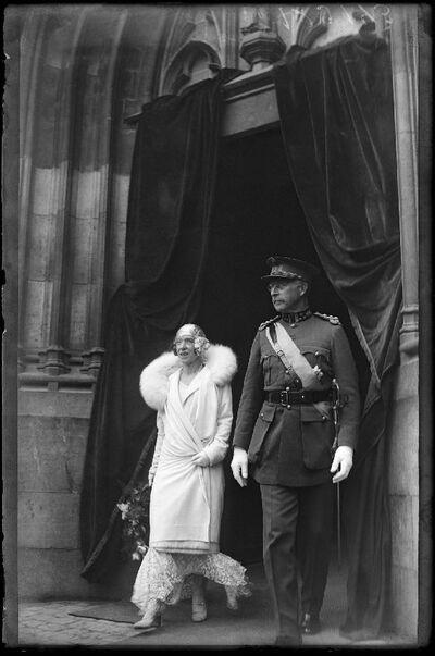 Commémoration: Koning Albert I en koningin Elisabeth verlaten een kerk